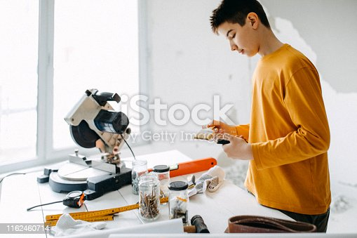 Kid measuring with meter