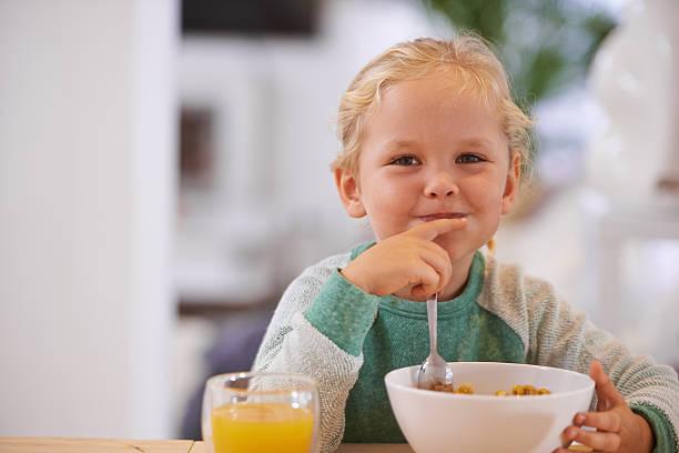 kann ich meine eigenen frühstück - innocent saft stock-fotos und bilder
