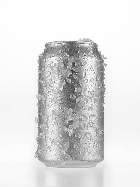 kann bier, die in eis - bier gesund stock-fotos und bilder