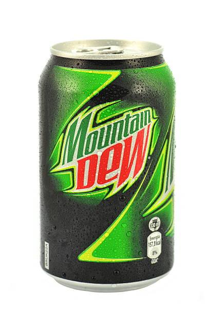 can of mountain dew drink isolated on white - dauw stockfoto's en -beelden