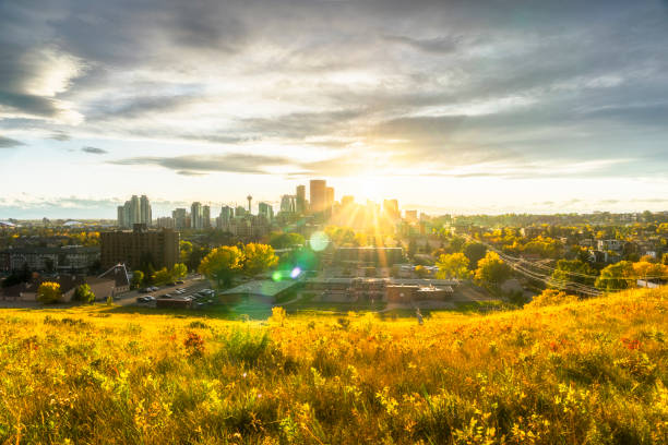 Kanada, Calgary, Panoramablick auf die Stadt bei Sonnenuntergang im Herbst – Foto
