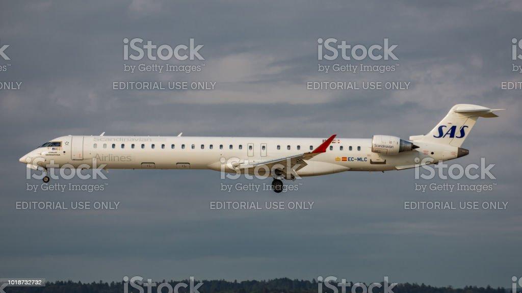 Canadair Regional Jet CRJ-1000 Air Nostrum landet am Flughafen Zürich – Foto