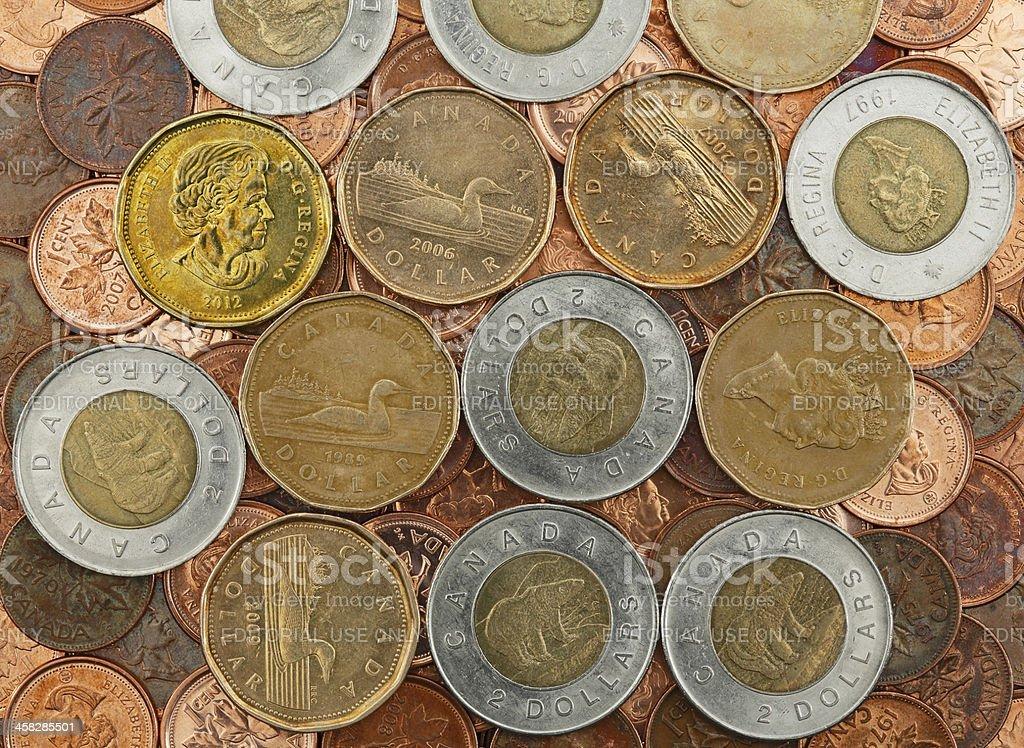 Kanadischer Dollarmünzen Auf Einem Bett Von Pennies Stock Fotografie