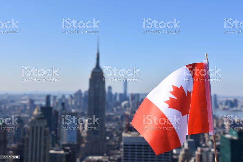 Empire State Binası arka planı Kanada bayrağı royalty-free stock photo