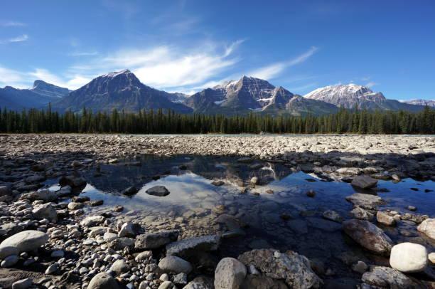 Chaine de montagnes des rocheuses canadiennes stock photo