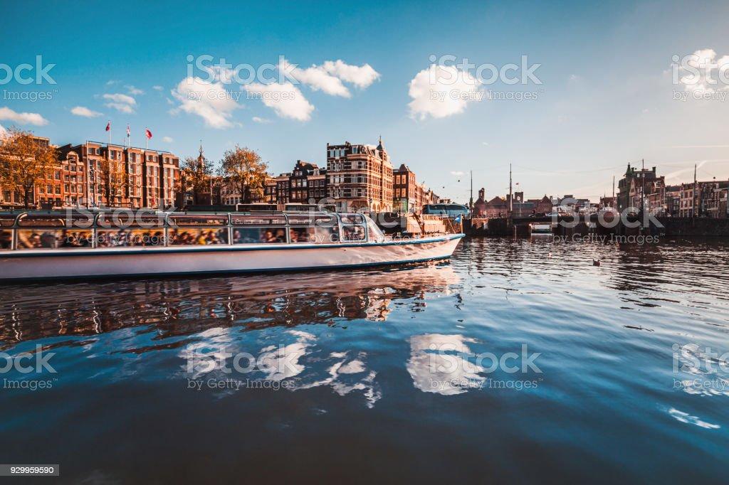 Kanaal rondvaart in Amsterdam foto
