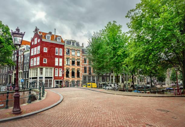 canal in amsterdam - keizersgracht stockfoto's en -beelden