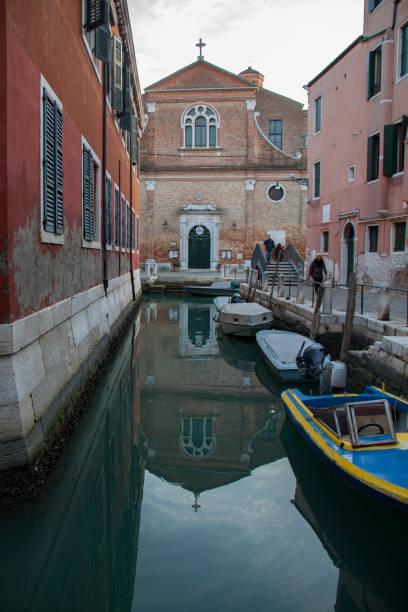canal in venice, italy - batalina italy стоковые фото и изображения