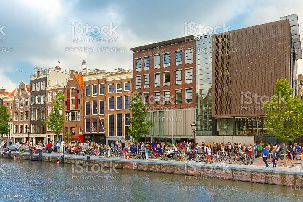Canal Canal Prinsengracht y casa de ana Frank de Amsterdam, Países Bajos foto de stock libre de derechos