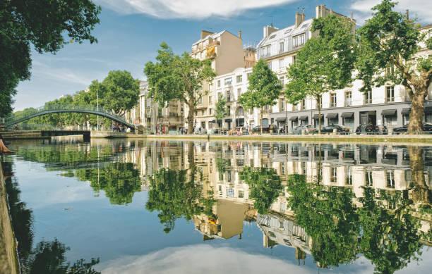 Canal Saint Martin, Quai de Jemmapes Canal Saint Martin, Quai de Jemmapes ile de france stock pictures, royalty-free photos & images