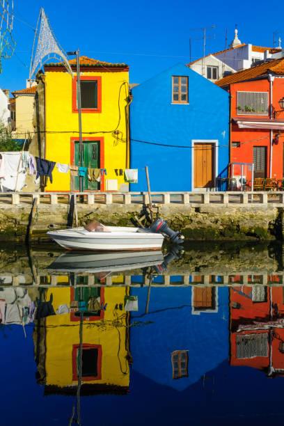 canals and boats in aveiro - aveiro imagens e fotografias de stock