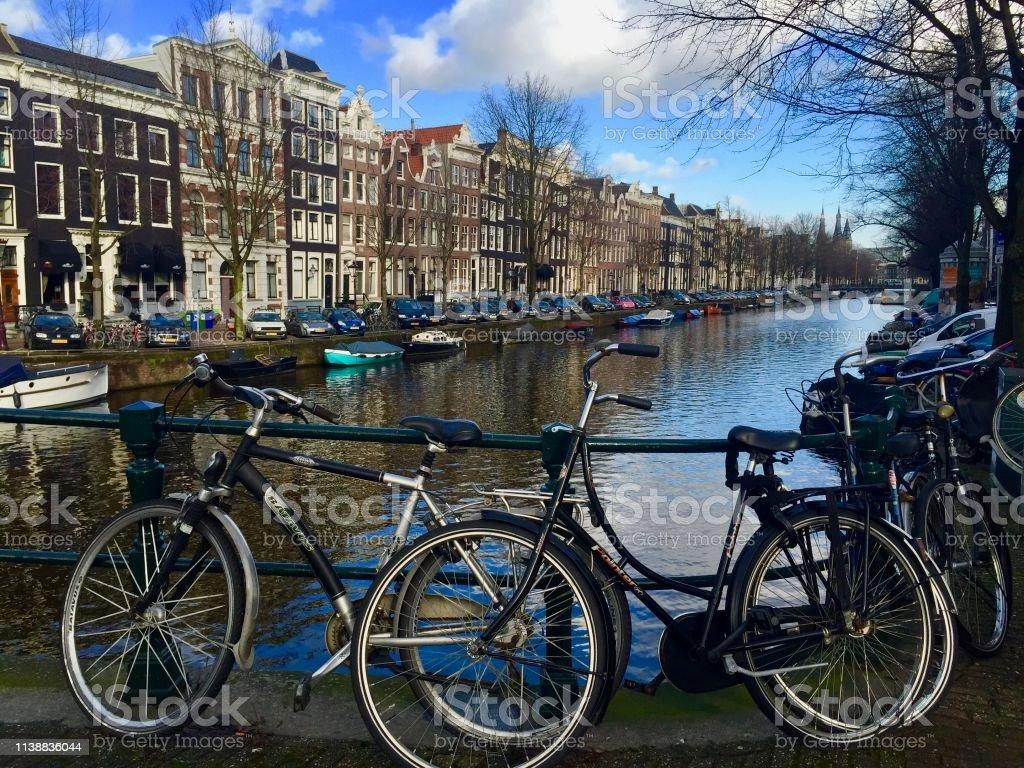 Canais de Amsterdan - foto de acervo