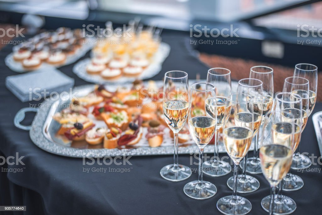Canapes and champagne for reception - foto stock