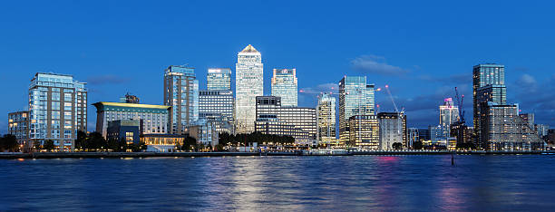 canary wharf financial district, london, england - canary wharf stock-fotos und bilder