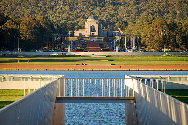 canberra, act, lake burley griffin war memorial, australia - war memorial stock pictures, royalty-free photos & images