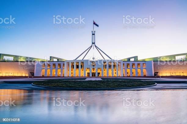 Canberra australian parliament house illuminated at twilight picture id902414318?b=1&k=6&m=902414318&s=612x612&h=obu7bpichccezjudrt76gdvkiwrnbxpscpinsexgsdc=