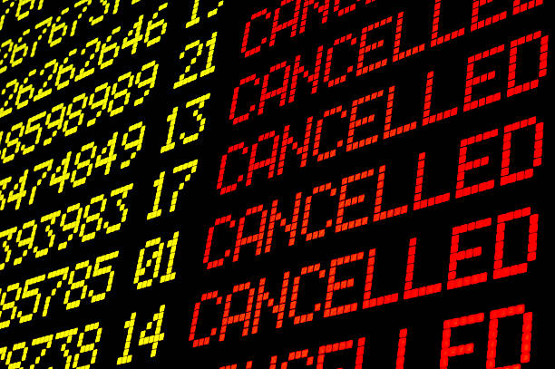 cancelled flights on airport board - vloog stockfoto's en -beelden