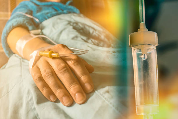 krebs-patienten und perfusion tropf - chemotherapie stock-fotos und bilder
