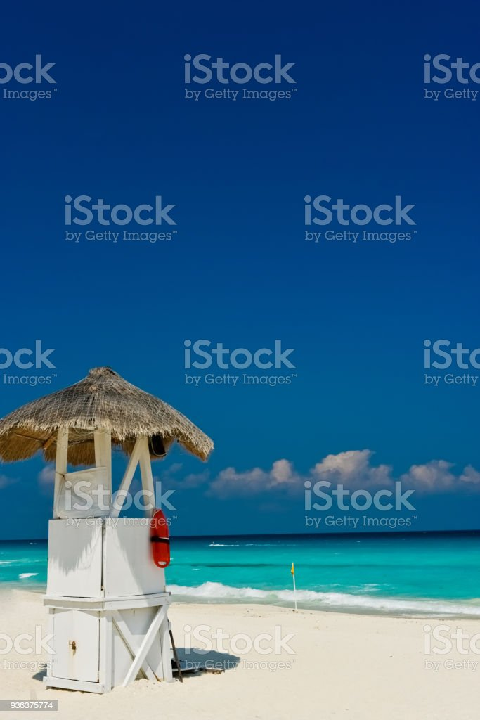 カンクンのビーチと警備員 ストックフォト