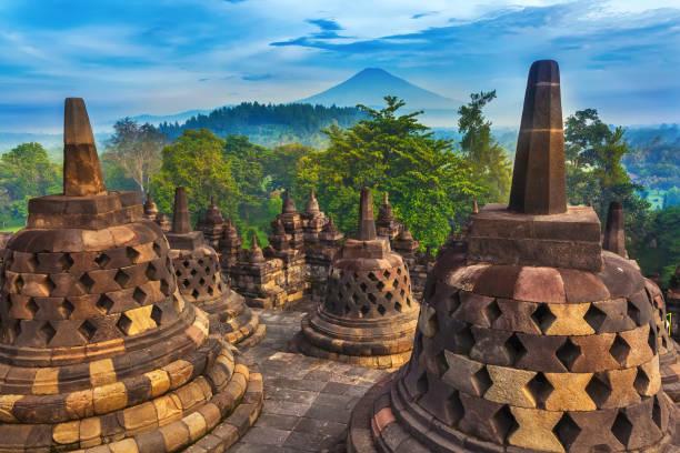 candi borobudur, yogyakarta, jawa, indonésia. - indonésia - fotografias e filmes do acervo