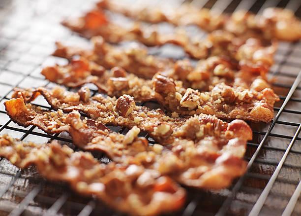 candied bacon with pecans and brown sugar - geglazuurd stockfoto's en -beelden
