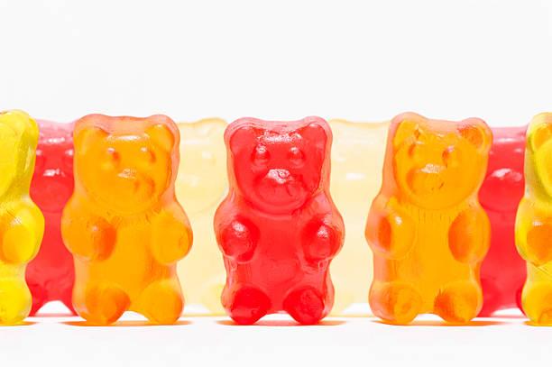 candies shaped like a teddy bear - kauwgomachtig stockfoto's en -beelden