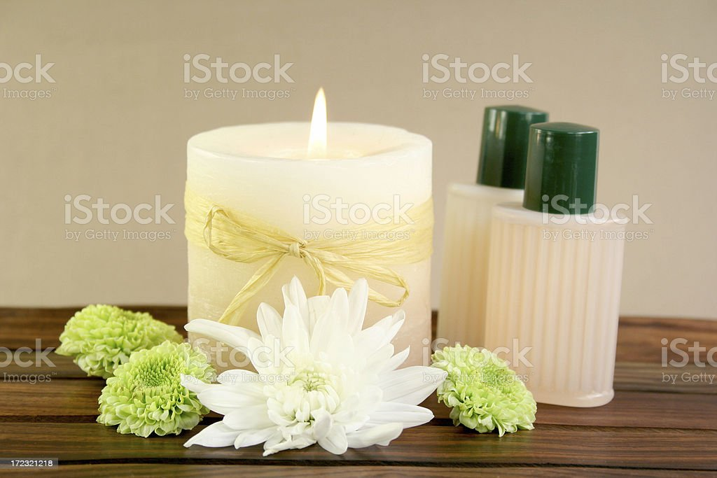 candle, flowers and spa products - Royalty-free Alternative Medicine Stock Photo