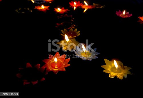155139080istockphoto candlelight Candles flower floating on a water. 585303724