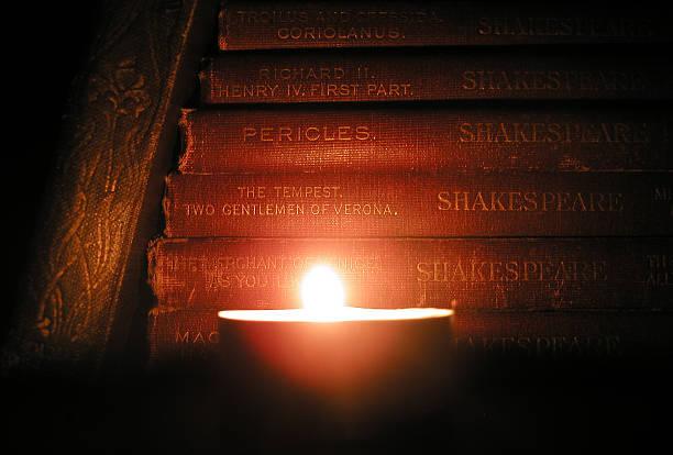 candlelight-klassiker - drehbuchautor stock-fotos und bilder