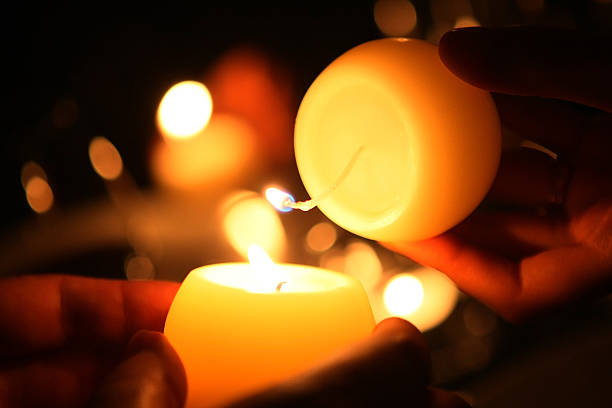 candlerelay - hand tänder ett ljus bildbanksfoton och bilder