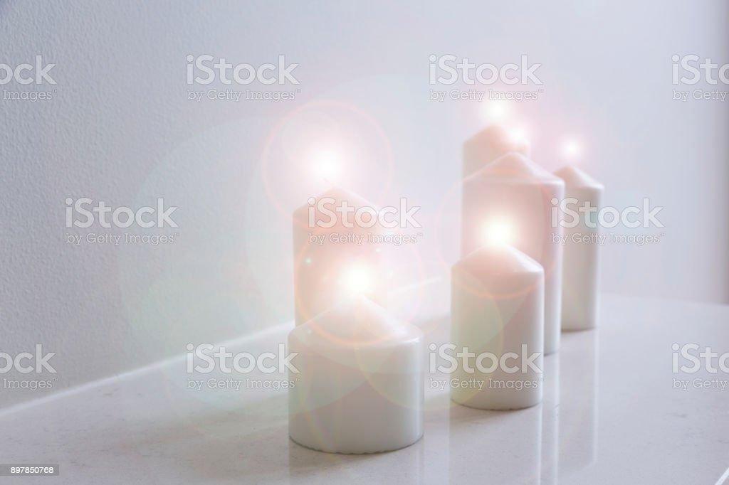 Kerzen-Dekoration auf Tisch – Foto