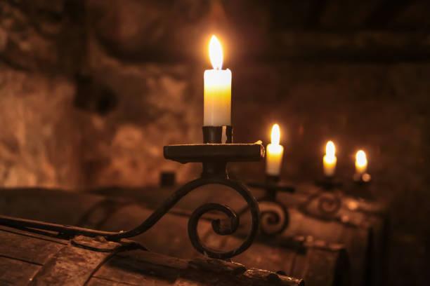 Kerzen im Weinkeller – Foto