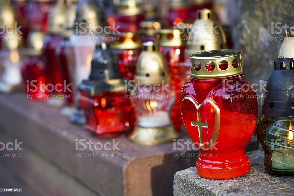 Candele in una grave foto stock royalty-free