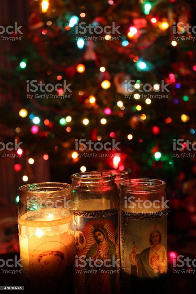 Kerzen St Anthony Guadalupe Und Das St Jude Mit Weihnachtsbaum Stock ...