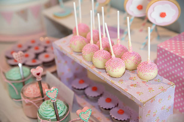 candy buffet lutscher - lutscher cookies stock-fotos und bilder