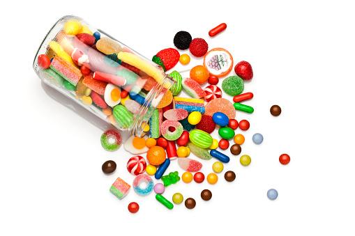 白色背景上的糖果罐 照片檔及更多 不健康飲食 照片