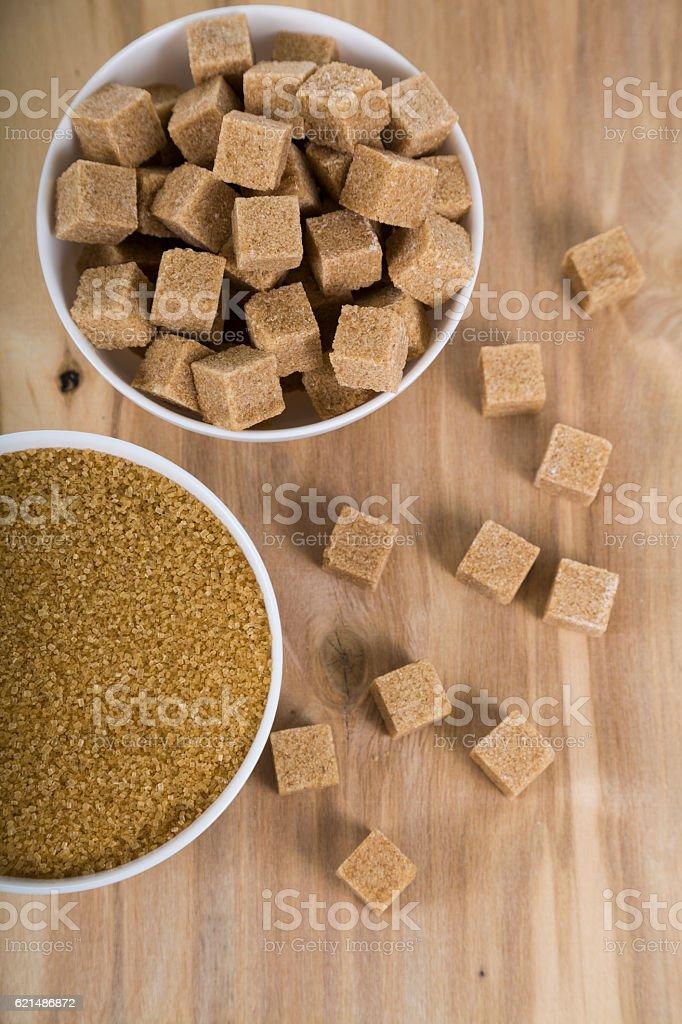 Canne à sucre dans des bols blanc photo libre de droits