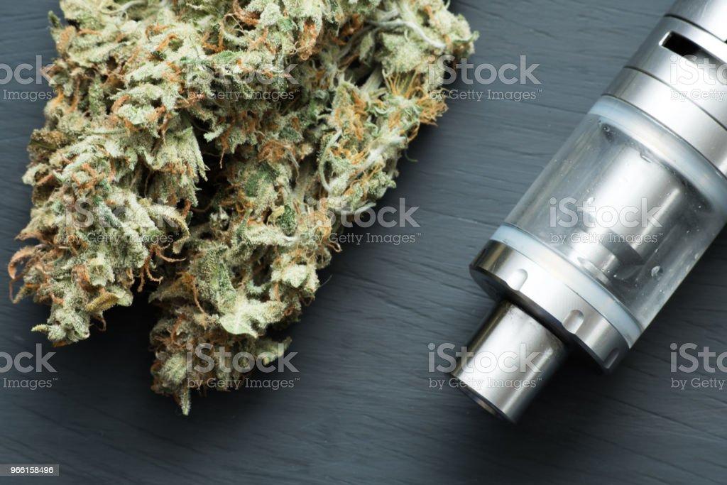 Конопля Испаритель Вейп, Вейп Пен, Вейпинг марихуаны нефти, - Стоковые фото Электронная сигарета роялти-фри