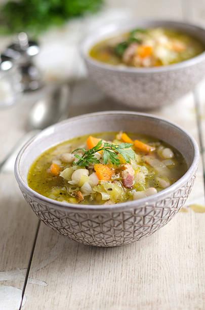 cannellini bean soup - groentesoep stockfoto's en -beelden