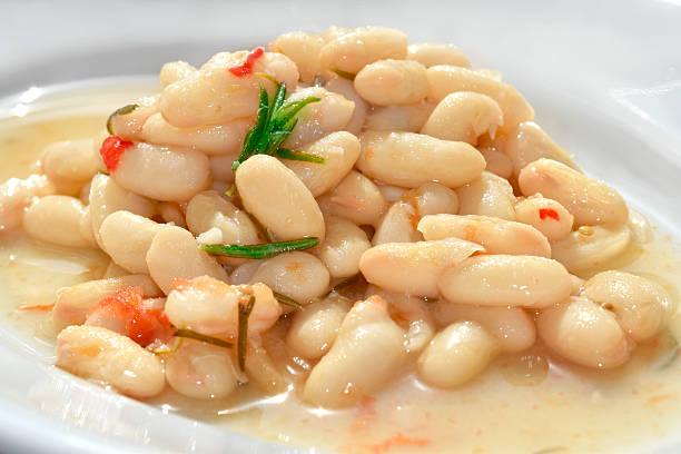 cannellini beans soup - fagioli cannellini foto e immagini stock