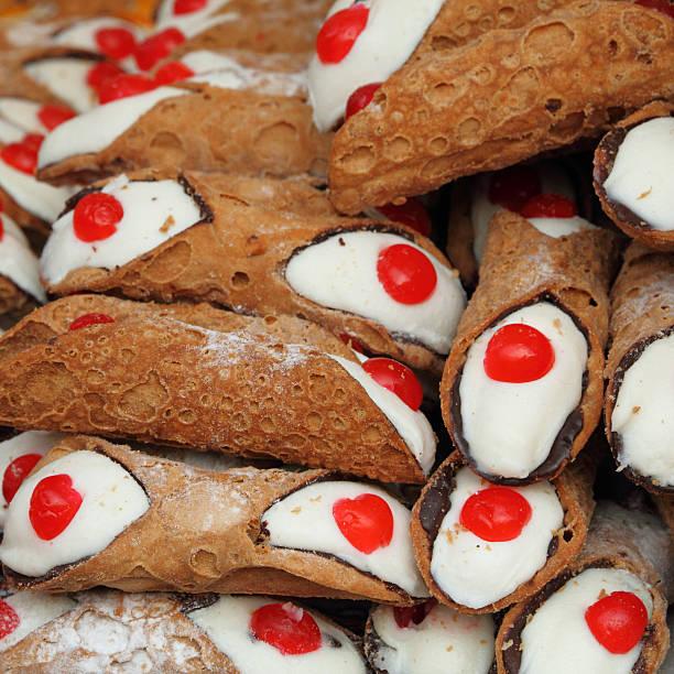 cannoli pastries as background - 忌廉餅卷 個照片及圖片檔