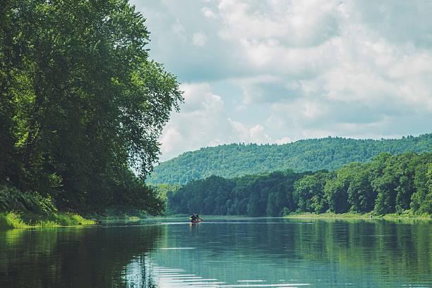 canoë delaware water gap - rivière delaware photos et images de collection