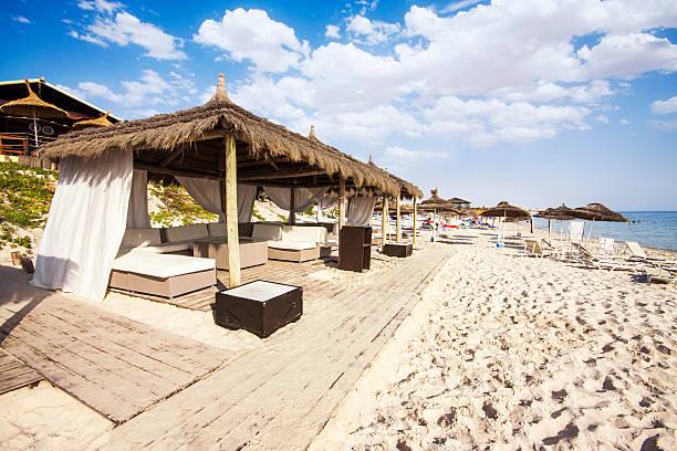 Canopy sofás en El Puerto de El Kantaoui Beach, Túnez. - foto de stock