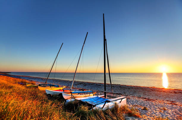 Cape Cod Cape Cod is famous, worldwide, as a coastal vacation destination with some of New England's premier beach destinations provincetown stock pictures, royalty-free photos & images