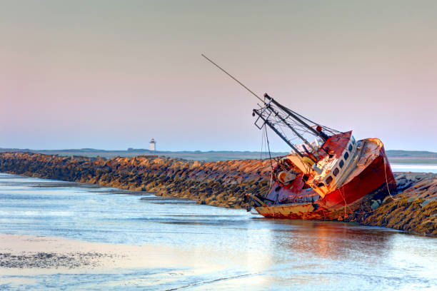 Cape Cod Shipwreck Cape Cod is famous, worldwide, as a coastal vacation destination with some of New England's premier beach destinations provincetown stock pictures, royalty-free photos & images
