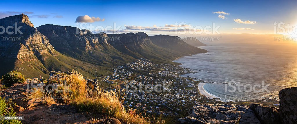 Panorama del atardecer de Cape Town - foto de stock