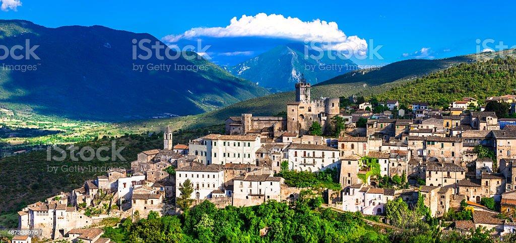 Capestrano, Abruzzo, Italia. - foto de stock