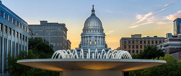 Capital at dusk The capital building in Madison Wisconsin at dusk wisconsin state capitol stock pictures, royalty-free photos & images