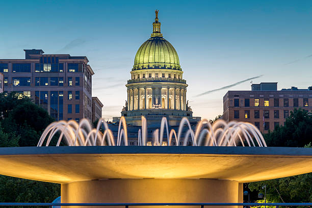 Capital at dusk The capital building in Madison Wisconsin at dusk madison wisconsin stock pictures, royalty-free photos & images
