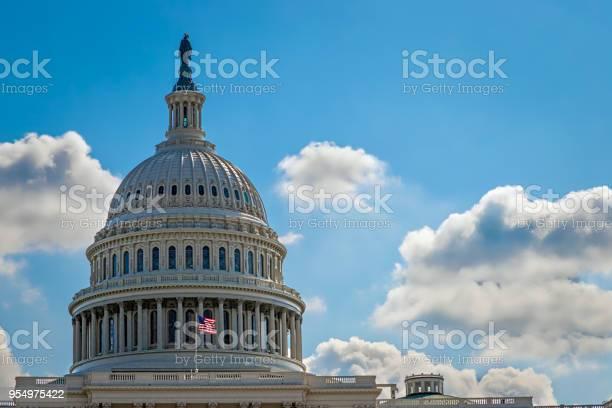 Capitol 6 picture id954975422?b=1&k=6&m=954975422&s=612x612&h=r5t4giqgaszqni3rsapuubk 2avrvlfzpdne2vxlcqg=